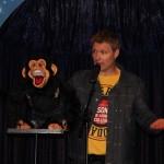 Buikspreker met aap